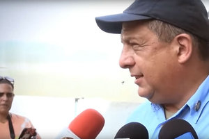 Президент Коста-Рики проглотил осу во время интервью