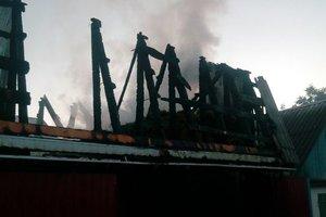 Под Киевом сгорел гараж, есть пострадавший