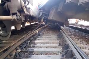 В Москве на Курском вокзале электричка сошла с рельсов