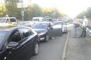 В Киеве  пьяный водитель протаранил четыре авто на светофоре