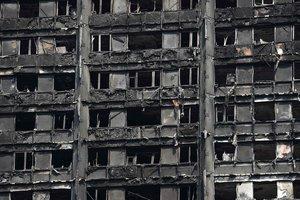 Полиция ищет погибших в сгоревшей высотке Лондона