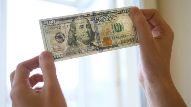 В Украине замер курс доллара