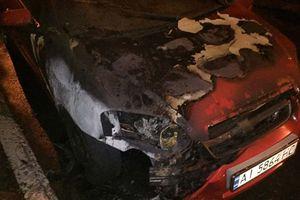 Ночью в Киеве на Оболони подожгли иномарку