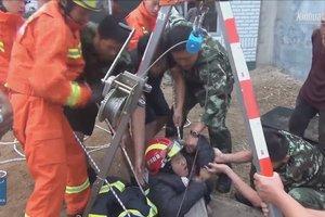 В Китае из колодца 15-метровой глубины достали девочку