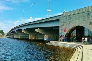 В Киеве на два дня ограничили движение по Гаванскому мосту: там снимают кино
