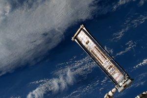 На МКС развернули экспериментальные солнечные батареи