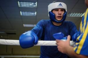 Украинский боксер Хижняк вышел в 1/4 финала чемпионата Европы в Харькове