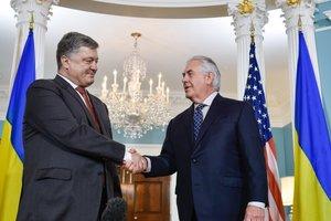 Порошенко и Тиллерсон обсудили пути предоставления оборонительного оружия для Украины