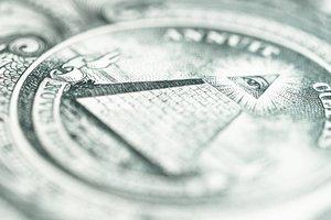 В Украине упал курс евро и подрос доллар