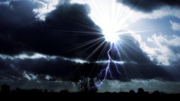 ПоУкраине ударят грозы ссильными ветрами