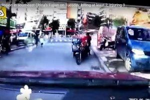 Момент взрыва в закусочной в Китае зафиксировали камеры