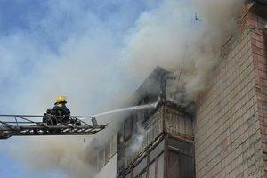 В Луцке пожарные спасали от огня пятиэтажку