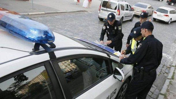 Девять законных причин, при которых полицейский может остановить автомобиль. Фото: autonews.com.ua