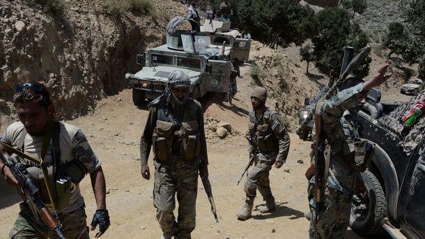 США прятали впустыне солдат слесным камуфляжем