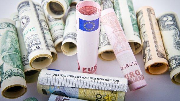 Доллар иевро понижаются ссамого начала торгов на«Московской бирже»