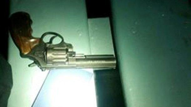 Стрельбу открыли из этого оружия. Фото: патрульная полиция Львова