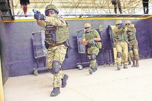 Полицейский спецназ тренируется в
