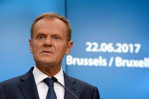 ЕС продлит санкции против РФ на полгода после отчета Меркель и Макрона - Туск