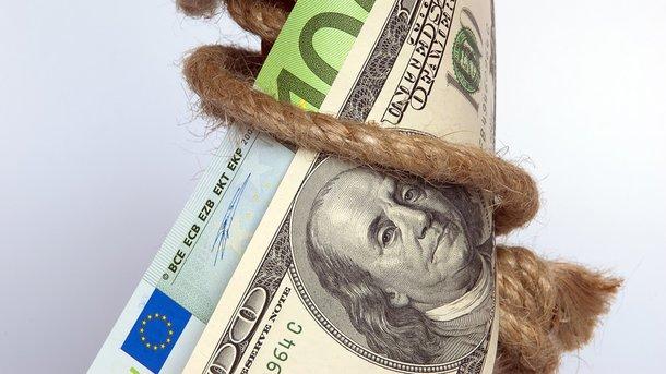 ЦБРФ опустил официальный курс доллара ниже 59 руб., евро— ниже 66
