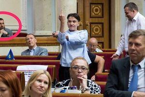 Савченко объяснила, кому показала неприличный жест в Раде