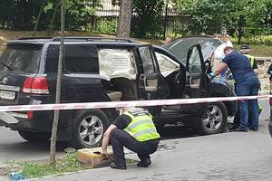 Подробности взрыва иномарки в центре Киева: в домах рядом вылетели стекла, улицу закрыли для пешеходов и машин