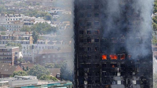 Названа вероятная причина возгорания высотки встолице Англии
