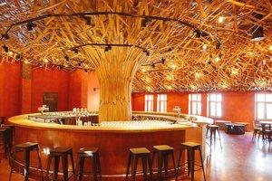 """Обзор лучших музеев пива в мире: в Дублине — дом-бокал, а во Львове — """"дерево"""" из бочек"""