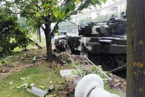 В Минске танк снес столб и врезался в дерево