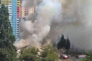 В Киеве вспыхнул крупный пожар: опубликованы фото