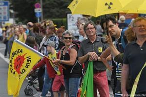 """Активисты из Германии, Нидерландов и Бельгии объединились в """"живую цепь"""" протеста против АЭС"""