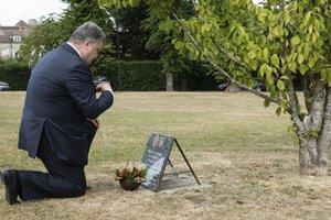 Порошенко во Франции почтил память жертв Голодомора