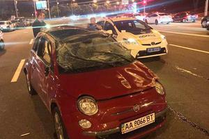 В Киеве в масштабном ДТП перевернулось авто