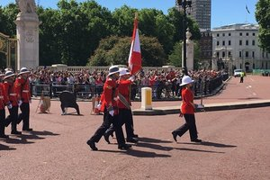 Королевскую гвардию Британии впервые возглавила женщина