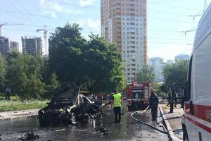 """В Киеве утром взорвался """"Мерседес"""", один человек в критическом состоянии"""