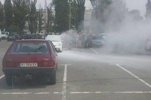 В Киеве на парковке ТЦ сгорело авто