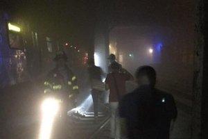 В Нью-Йорке поезд сошел с рельсов: десятки пострадавших