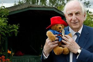 Умер писатель Майкл Бонд, автор книг о медвежонке Паддингтоне