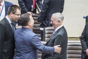 Полторак провел переговоры с министром обороны США