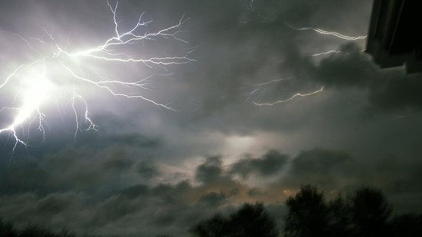 Во Львовской области прошли сильные грозы со шквалами. Фото: artleo.com