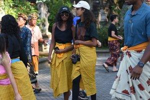 Семейный стиль: Барак Обама с женой и дочками отдохнули в Индонезии