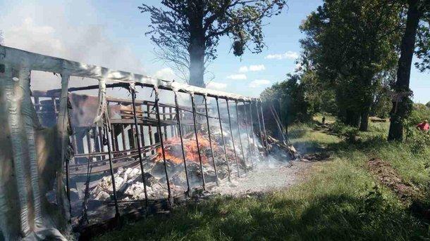 Во Львовской области дотла сгорела фура с печеньем, фото dsns.gov.ua