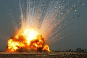 В Бахмуте два человека пострадали при попытке разобрать гранату