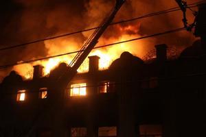 В Хмельницком пылал торгово-производственный комплекс