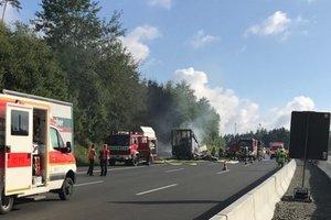 Страшное ДТП в Германии: автобус полностью сгорел после столкновения с фурой