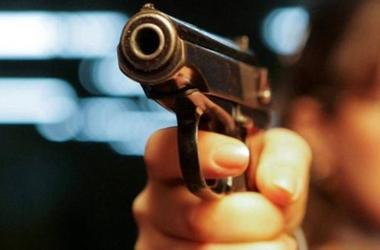 Ограбление в Николаеве: нападавшие забрали почти полмиллиона гривен и прострелили руку предпринимателю