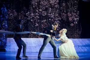 """Громкая премьера в Национальной опере: зрители увидели балет по мотивам пьесы """"За двумя зайцами"""""""