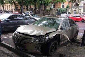 В центре Одессы взорвали иномарку