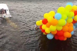 Мужчина пытался перелететь через Днепр на шариках, чтобы сделать предложение девушке, но упал в реку