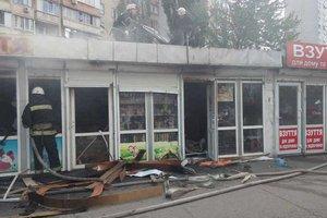 В Киеве сгорели киоски с детской обувью и косметикой