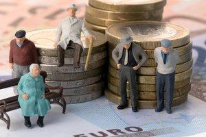 """Кому в Украине не повысят пенсии в результате """"осовременивания"""" и индексации в октябре"""